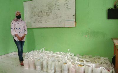 Bantuan Sembako untuk ADHA  dari ibu asuh Nawal Lubis